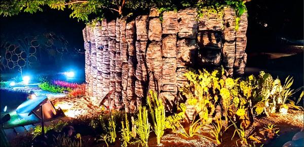海廢保麗龍做出澎湖玄武岩美景。(吳成夫提供)
