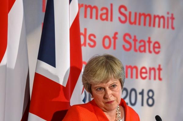 英國首相梅伊所提出的脫歐藍圖遭歐盟打回票,必須於下月18日召開的布魯塞爾峰會之前,提出改進方案。(法新社)