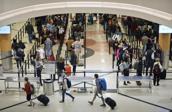 「國際機場協會」(ACI)昨(20)日公布「2017年全球最繁忙的機場」調查,顯示在乘客量方面,美國亞特蘭大哈茨菲爾德-傑克遜機場(圖),以約1.04億的進出人次再拿桂冠。(美聯社)