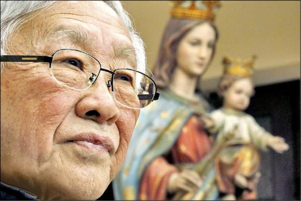 八十六歲的陳日君二月間出席香港一場記者會的檔案照。 (路透)