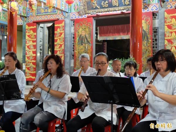 台南社大台江分校「大廟興學」舉辦土地公音樂會。(記者洪瑞琴攝)