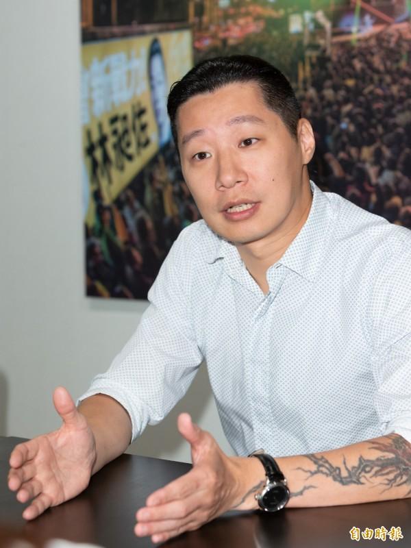 台北市長柯文哲先前表示,「應比照綠卡處理」;時代力量立委林昶佐則認為,居住證當然不是綠卡,兩者的性質功能完全不同」。(資料照)