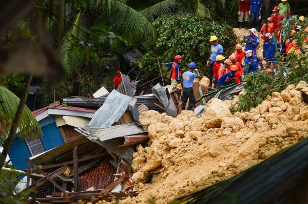 宿霧島再度發生土石流,造成10棟以上民宅遭掩埋。(美聯社)