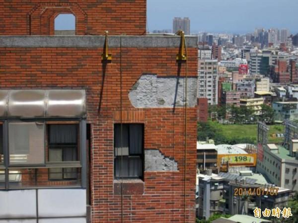 新竹市首件屋齡20年的社區管委會成功辦理自行都更,還獲得規劃補助費,已召開相關公聽會,將再爭取補助修繕。(記者洪美秀攝)