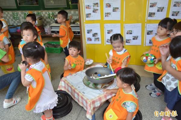 教育部推動3歲到5歲就讀準公共幼兒園,家長每月繳交學費只會比非營利幼兒園多一些而已,圖為就讀非營利幼兒園小朋友學習情況。(記者張聰秋攝)
