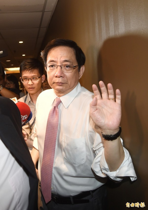 針對台大校長遴選案,杜紫宸指出,管中閔(圖)除了透過特定媒體記者放話、到美國香港巡迴演講,接受同溫層掌聲,「似乎並沒有乾脆、清楚的表態,只等著對手出招」。(資料照)