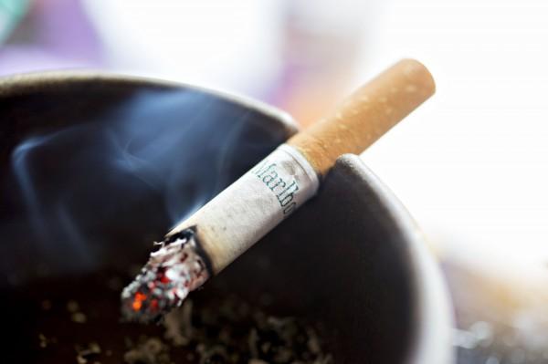 美國佛州男子偷走總價值為600美元(約新台幣1萬8400元)的10條香菸,被法院重判20年有期徒刑。(彭博) ☆自由電子報關心您,吸菸有害健康☆