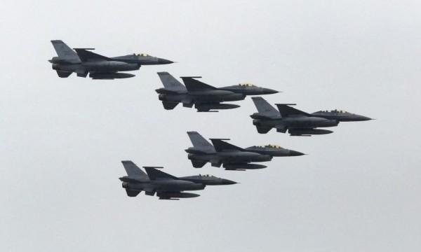 美國國務院已同意對台灣出售價值達3.3億美元(約101億元台幣)的F-16等戰機備件。(路透)