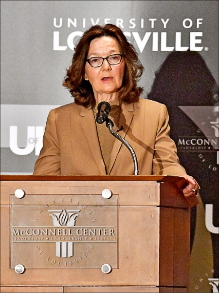 美國中央情報局局長哈斯佩爾,二十四日在母校路易斯維爾大學發表演說。這是她今年五月獲國會通過接任中情局長後首次公開露面。(美聯社)