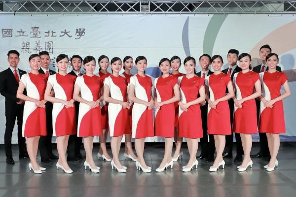 台北大學國慶親善團中,包含緬甸僑生、泰雅族學生等,讓國慶大典上,呈現不同文化交融。(台北大學提供)