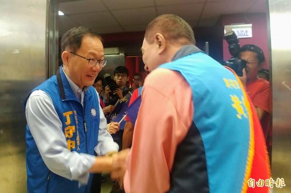 國民黨台北市長參選人丁守中今天參加「中國國民黨第13屆台北市里長候選同志團結造勢大會」。(記者簡惠茹攝)