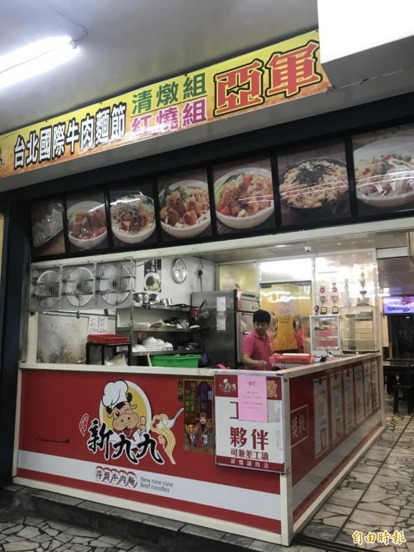 新九九牛肉麵位於五股成泰路三段巷弄的本店,雖然地處偏遠,但仍有不少饕客從台中、新竹慕名而來。(記者葉冠妤攝)