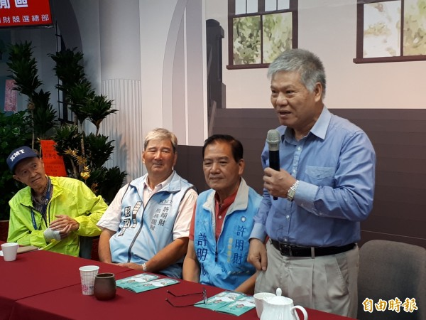 國民黨革命實踐院長林火旺來竹市推薦市長參選人許明財,提出年底要投國民黨的三大理由。(記者洪美秀攝)