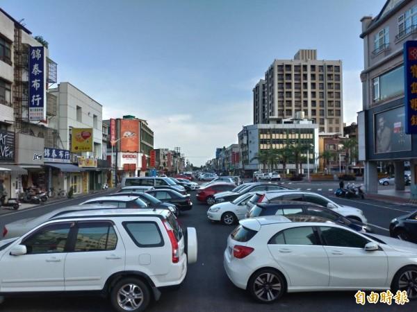 花蓮縣政府將斥資6億多元,在自由街上打造「花蓮市日出觀光香榭大道整體景觀工程」。(記者王錦義攝)