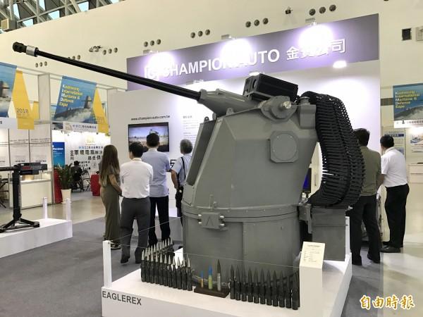 金賓汽車多元化經營也投入國防工業,圖為該公司製造的海用卅公厘遙控砲座,可裝填美軍MK44鍊砲。(記者洪臣宏攝)