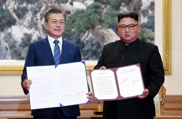 南韓總統文在寅與北韓領導人金正恩19日上午進行一對一會談,並簽署了《九月平壤共同宣言》。(歐新社)