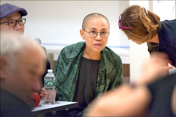 諾貝爾和平獎得主劉曉波的遺孀劉霞廿六日出席紐約一場座談會,這是她今年七月脫離中國軟禁後的第一次公開發言活動。(路透)