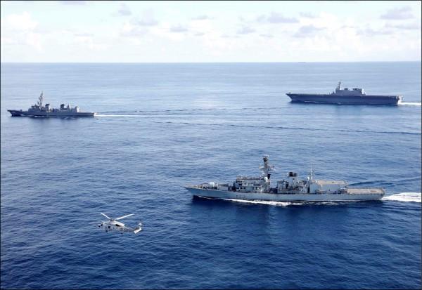 繼日前加賀號與英國在印度洋聯合軍演後,日本航空自衛隊廿七日又與美軍B52轟炸機,在東海釣魚台海域的上空進行聯合演習。(路透)