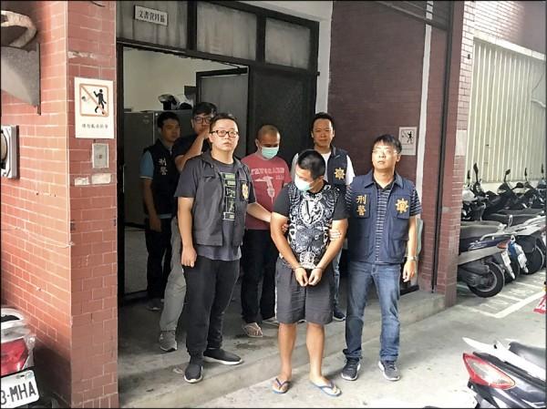 涉嫌暴力恐嚇砸店家的統促黨員葉秀龍等三人,被警方掃黑逮捕。(高雄記者翻攝)