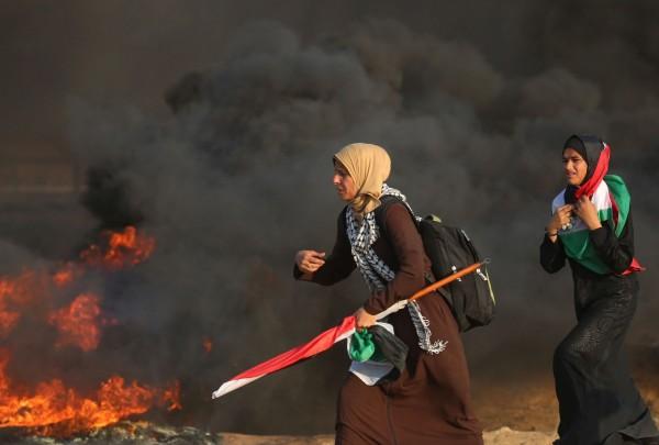 以色列軍方28日對加薩邊境抗議民眾實施空襲,據巴勒斯坦官方統計,共造成505人受傷,7人死亡。(法新社)