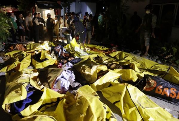 印尼蘇拉威西島遭強震、海嘯侵襲,目前已造成832死540重傷,屍袋遍地怵目驚心。(歐新社)