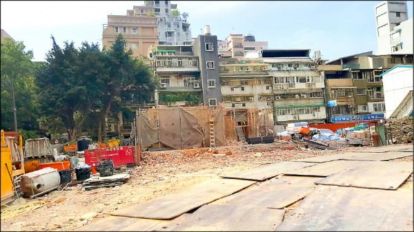 陳茂通宅動工拆除,市府強調會將拆解後的物件妥善保管,異地重建。(資料照)
