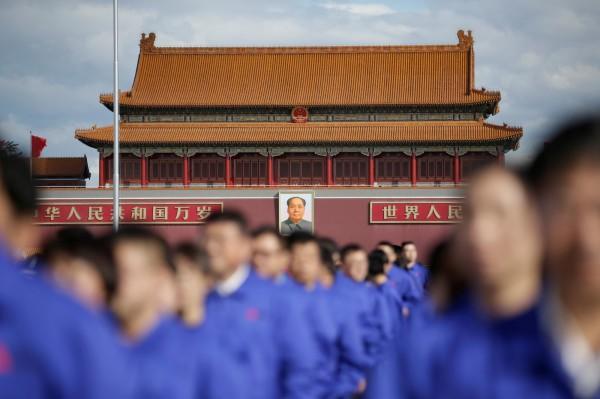 中國今天十一國慶,有網友發起「全民共振」呼籲冤民站出來挑戰權威。(路透)