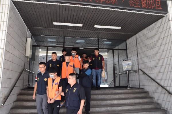 三分局逮捕邱嫌為首暴力集團共8人。(記者張瑞楨翻攝)