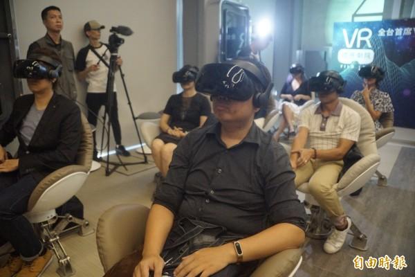 全台首創的「VR體感劇院」進駐駁二藝術特區。(記者黃佳琳攝)