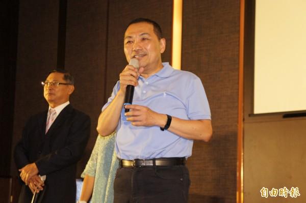 國民黨新北市長參選人侯友宜今晚出席記帳士公會餐敘。(記者賴筱桐攝)