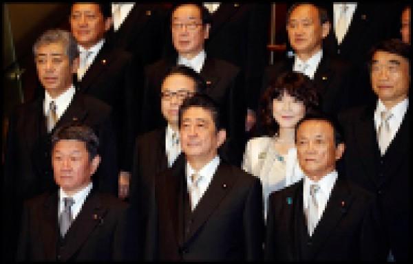 日本內閣大改組。。(美聯社)