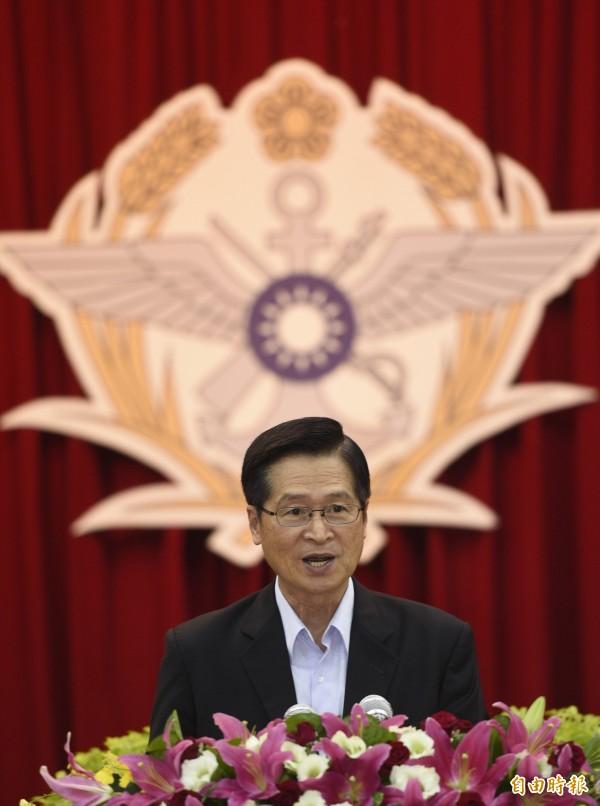 國防部長嚴德發今日上午到國防部進行業務報告前受訪表示,我國跟中國為不同體制國家,我國是自由民主開放國家,雙方不做軍備競賽。(資料照)