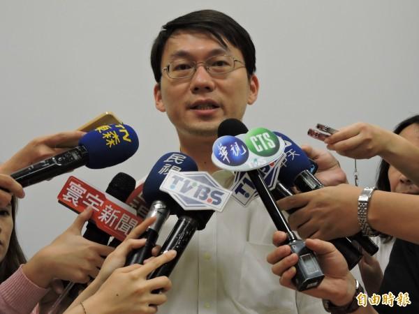 外科醫師洪浩雲表示,他一貫的立場是「葉克膜不可能用在活摘器官」,但中國有太多出乎意料的事,讓他立場有點動搖。(資料照)