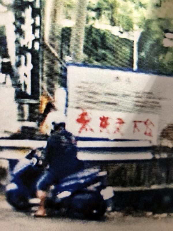 閻姓廚師被監視器拍到噴漆成為明確證據。(記者陳鳳麗翻攝)