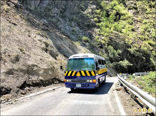 中橫便道最快10月底開放通行中型巴士。(記者歐素美攝)