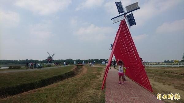竹風車隧道「旋轉荷蘭風」。(記者楊金城攝)