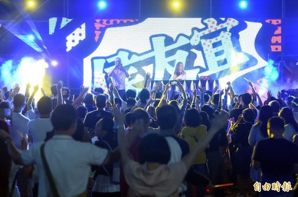 國民黨新北市長參選人侯友宜今晚舉辦「市民總部最硬電音趴」。(記者廖振輝攝)