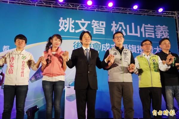 行政院長賴清德連續兩天為台北市長參選人姚文智的後援會成立晚會站台。(記者黃建豪攝)