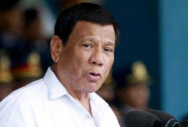 菲律賓總統杜特蒂傳可能罹癌後,陪妻女赴香港渡血拚。(美聯)
