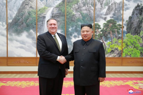 美國國務卿龐皮歐(圖左)今日表示,金正恩(圖右)已經答應讓國際稽查人員進入豐溪里核試驗場。(路透)