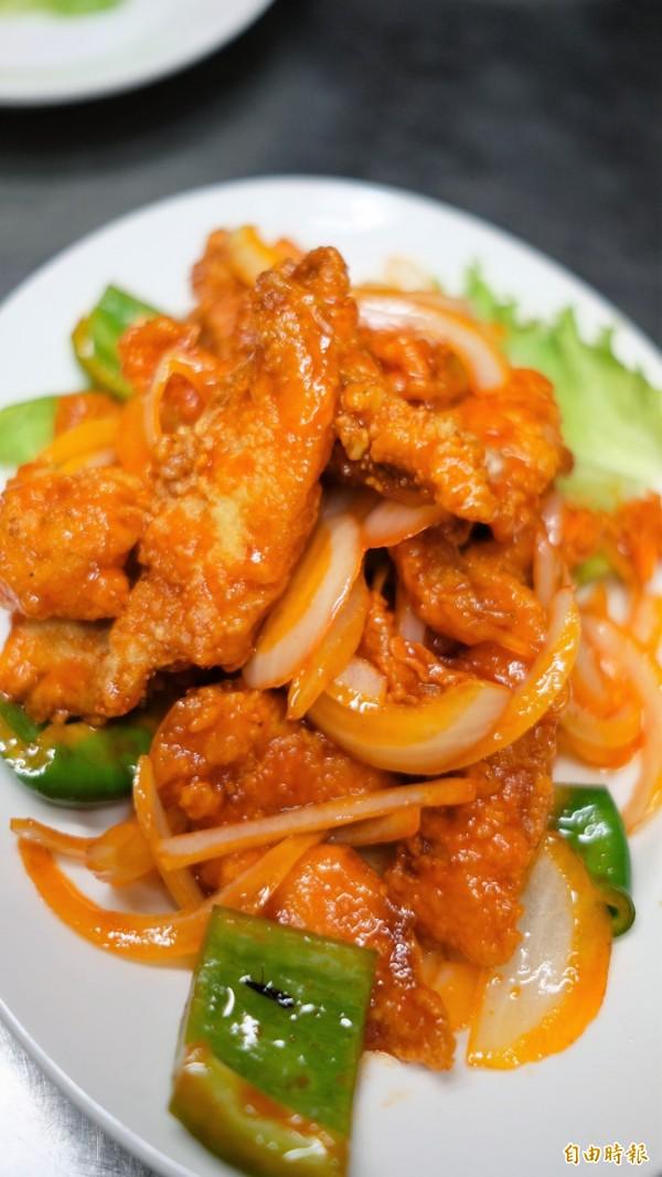 基隆吉品熱炒菜單多達一百多種,令人目不暇給。(記者林欣漢攝)