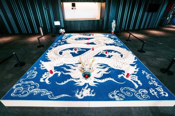 衛武營歌劇院前廳推出米龍裝置藝術。(衛武營提供)