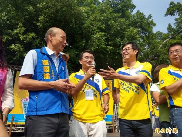 高雄市長選戰激烈,韓國瑜(左)、陳其邁(右)先禮後兵。(記者葛祐豪攝)