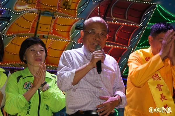 民進黨新北市長參選人蘇貞昌今晚出席板橋區宮廟餐會,爭取民眾支持。(記者賴筱桐攝)