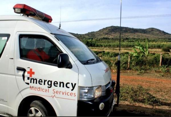 肯亞1輛載有52人的巴士翻落山溝,已知至少50人死亡。(圖擷自肯亞紅十字會推特)
