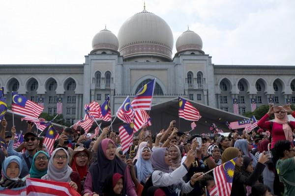 馬來西亞內閣已決議廢除死刑,首相署部長劉偉強今(10)日指出,預計在下週召開的國會,提出廢死法案。(彭博)