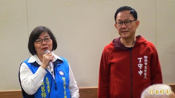 丁守中今天在黃呂錦茹的陪同下,參加台北市各市場自治會的餐會。(記者簡惠茹攝)