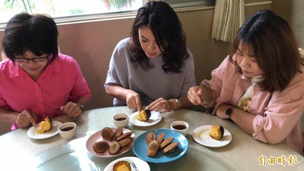 法式甜點搭配咖啡、紅茶,深受女性客群喜愛。(記者佟振國攝)