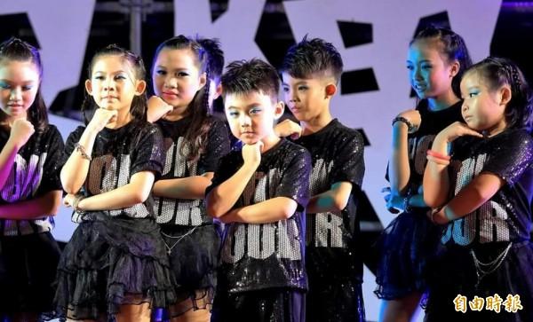 「異國風舞蹈班」韓風熱舞。(記者王榮祥翻攝)
