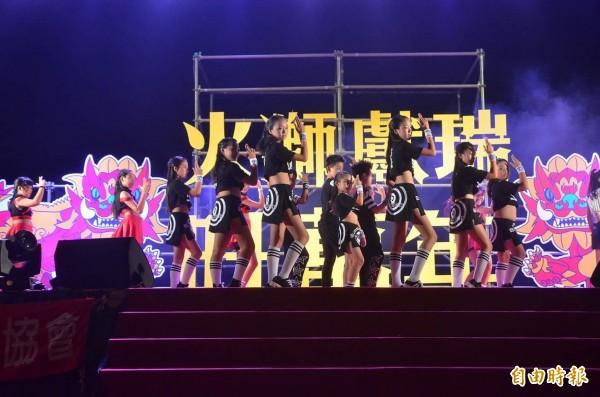 異國風舞蹈班青少年熱舞。(記者王榮祥翻攝)